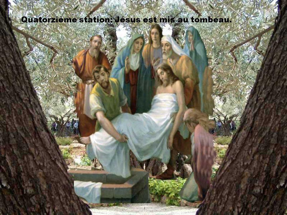 Seigneur, Marie reçoit le corps de ton Fils. Donne-nous comme Marie de communier en silence au mystère de sa vie et de sa mort. Amen.