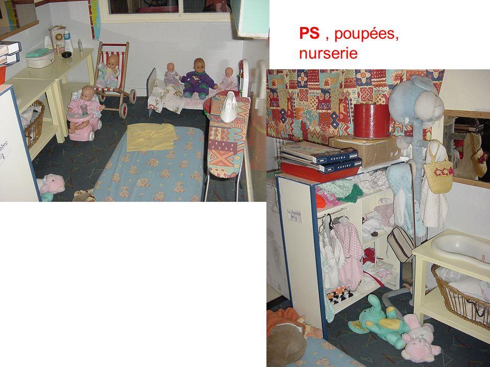 4 PS, poupées, nurserie