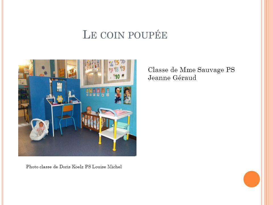 L E COIN POUPÉE Classe de Mme Sauvage PS Jeanne Géraud Photo classe de Doris Koelz PS Louise Michel