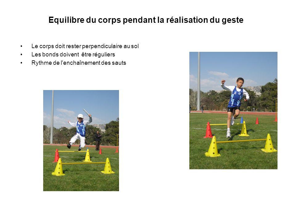 Equilibre du corps pendant la réalisation du geste Le corps doit rester perpendiculaire au sol Les bonds doivent être réguliers Rythme de l enchaînement des sauts