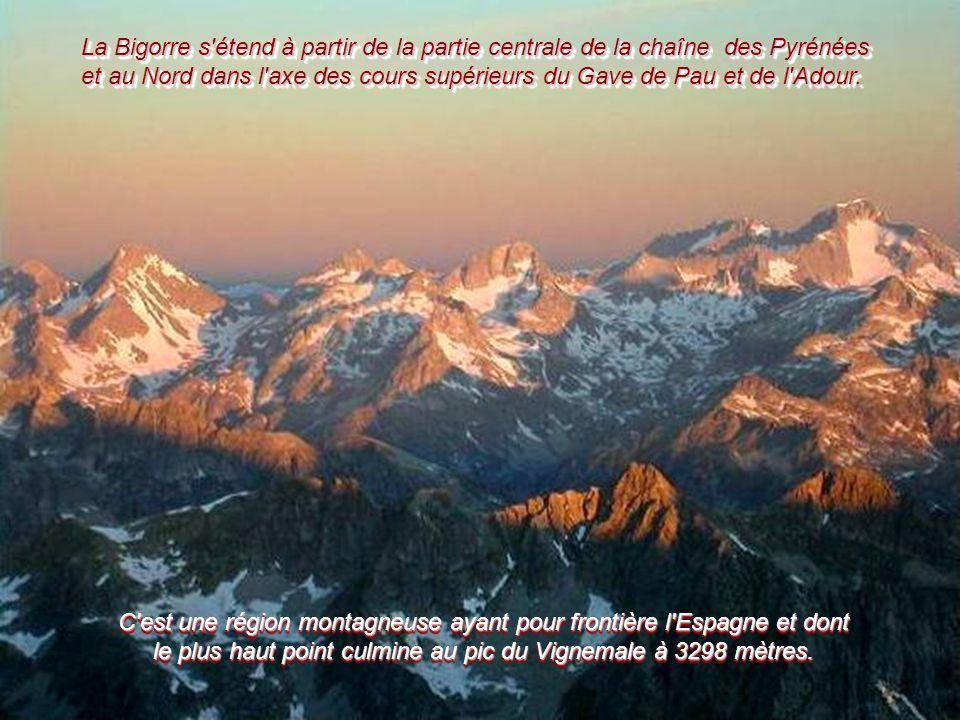 La Bigorre s étend à partir de la partie centrale de la chaîne des Pyrénées et au Nord dans l axe des cours supérieurs du Gave de Pau et de l Adour.
