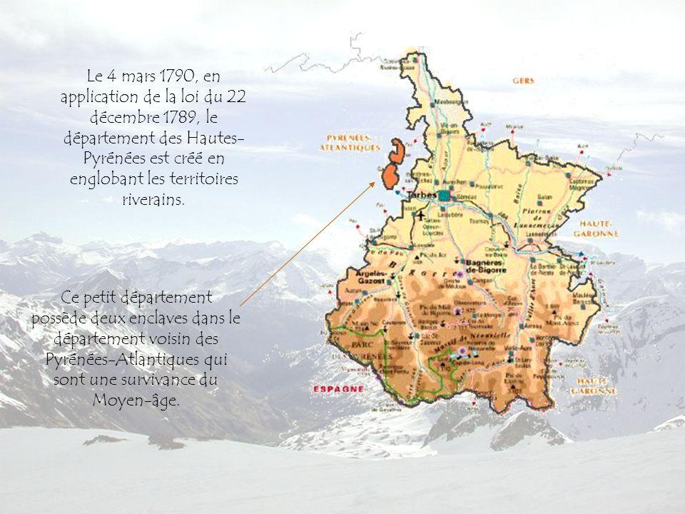 Ce petit département possède deux enclaves dans le département voisin des Pyrénées-Atlantiques qui sont une survivance du Moyen-âge.