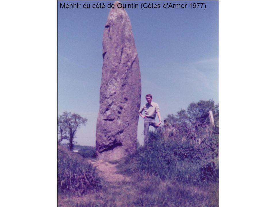 Menhir du côté de Quintin (Côtes dArmor 1977)