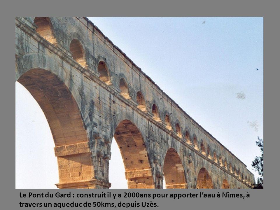 NIMES : Fondée il ya 2500ans, célèbre pour ses édifices antiques : Arènes.