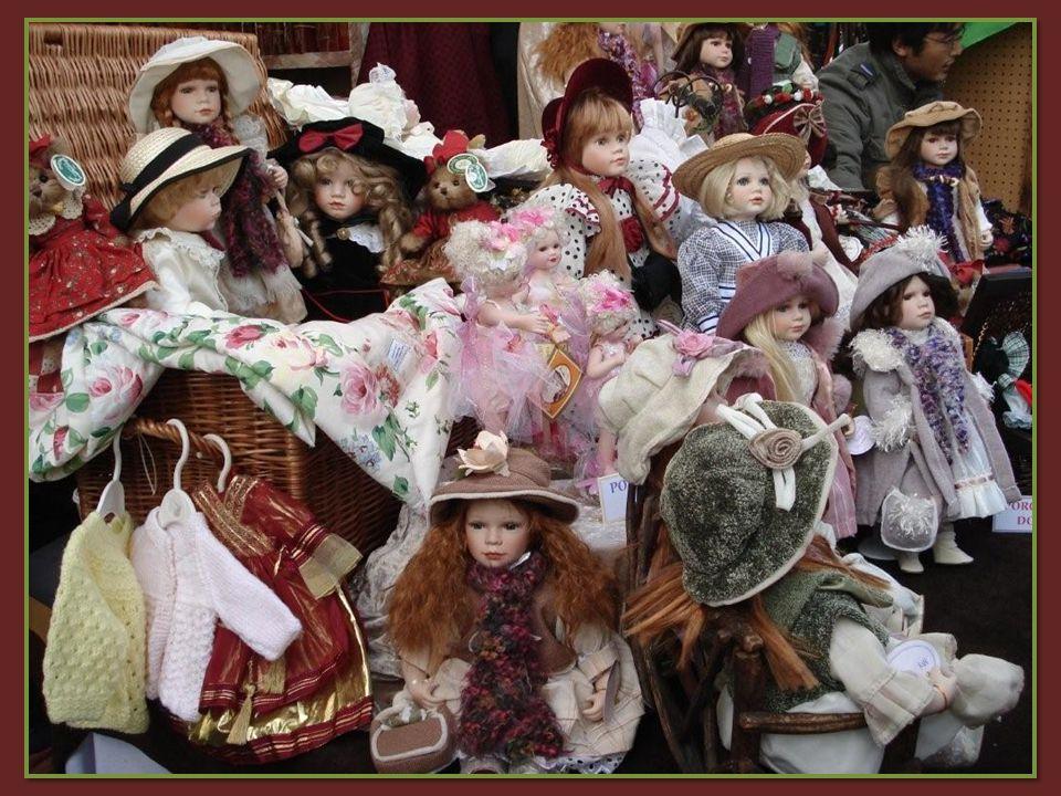 Célèbre marché aux puces avec plus dun millier de stands proposant: bijoux, objets darts, médailles, argenteries etc.… Le marché vaut sa visite pour son atmosphère sympathique.