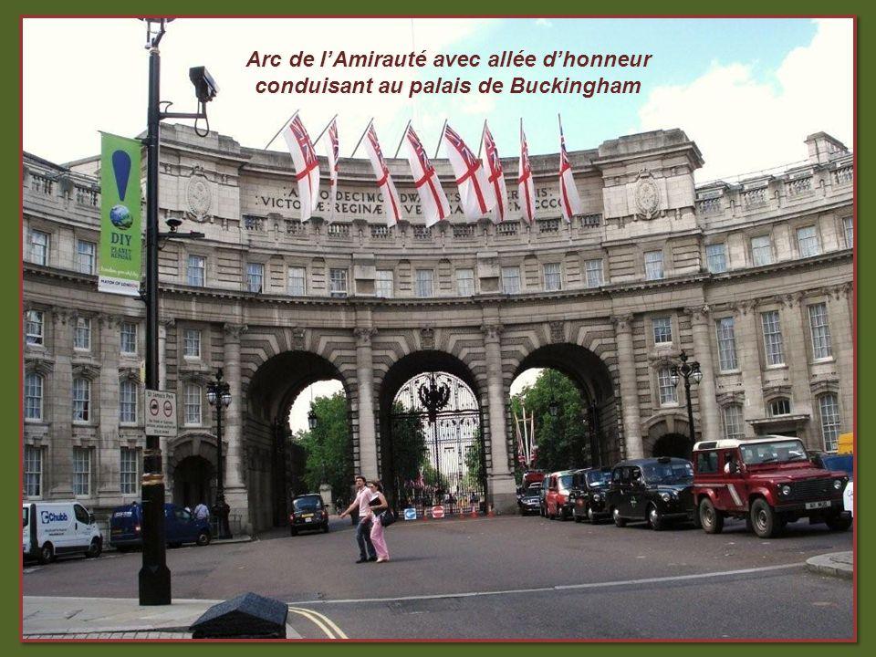 Arc de lAmirauté avec allée dhonneur conduisant au palais de Buckingham