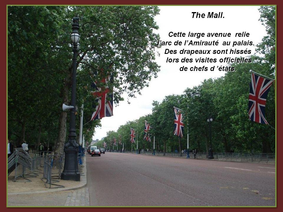 The Mall.Cette large avenue relie larc de lAmirauté au palais..