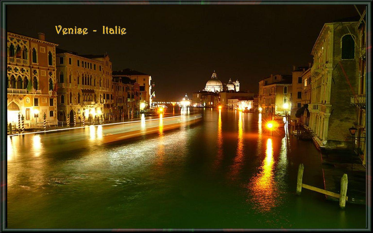 Pont Santangelo – Dôme Saint - Pierre – Vatican - Rome