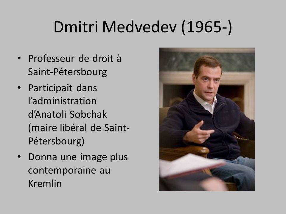 Dmitri Medvedev (1965-) Professeur de droit à Saint-Pétersbourg Participait dans ladministration dAnatoli Sobchak (maire libéral de Saint- Pétersbourg) Donna une image plus contemporaine au Kremlin