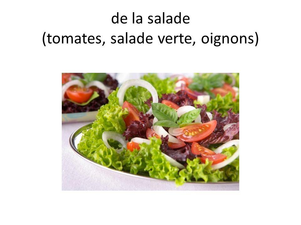 de la salade (tomates, salade verte, oignons)