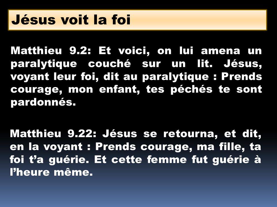 Matthieu 9.2: Et voici, on lui amena un paralytique couché sur un lit. Jésus, voyant leur foi, dit au paralytique : Prends courage, mon enfant, tes pé
