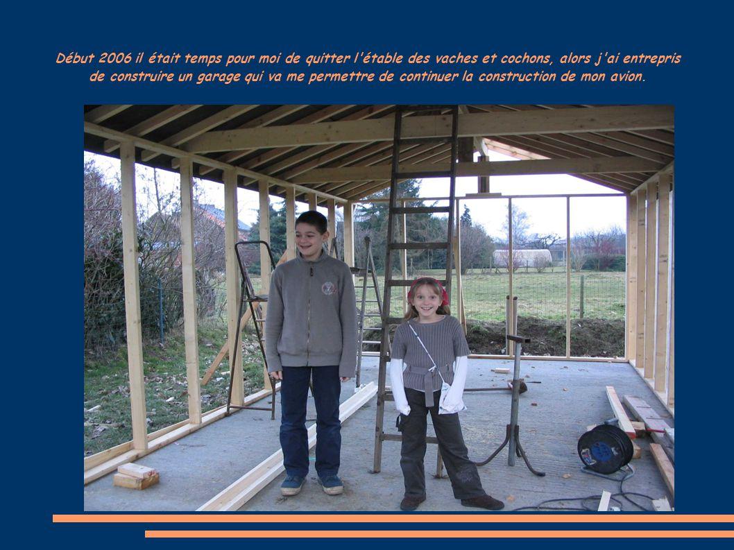 Début 2006 il était temps pour moi de quitter l'étable des vaches et cochons, alors j'ai entrepris de construire un garage qui va me permettre de cont