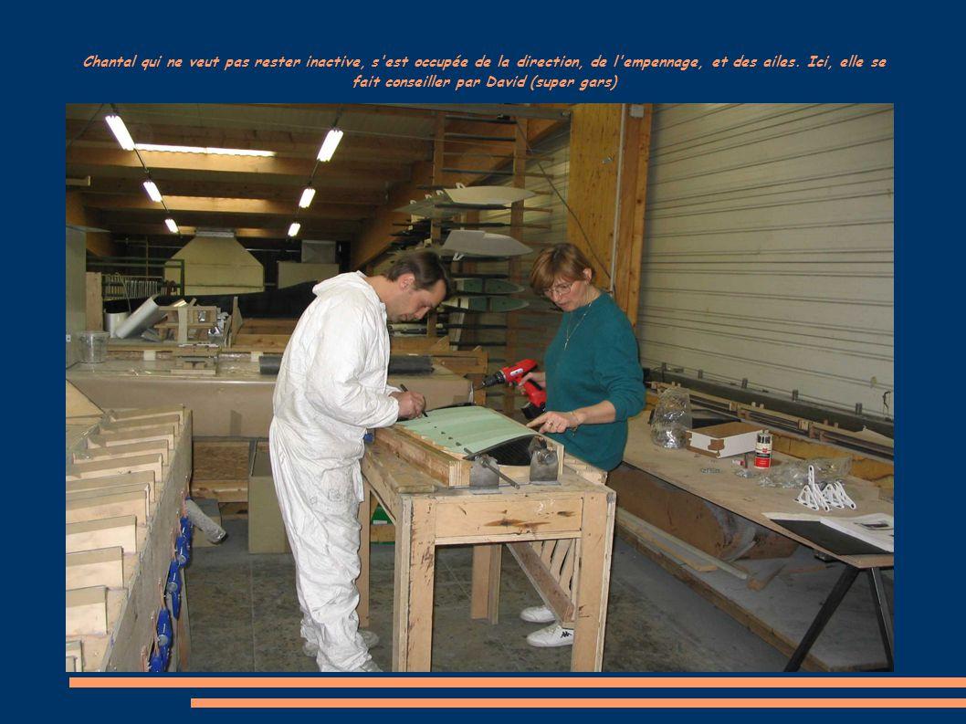 Préparation des capots moteurs avant peinture