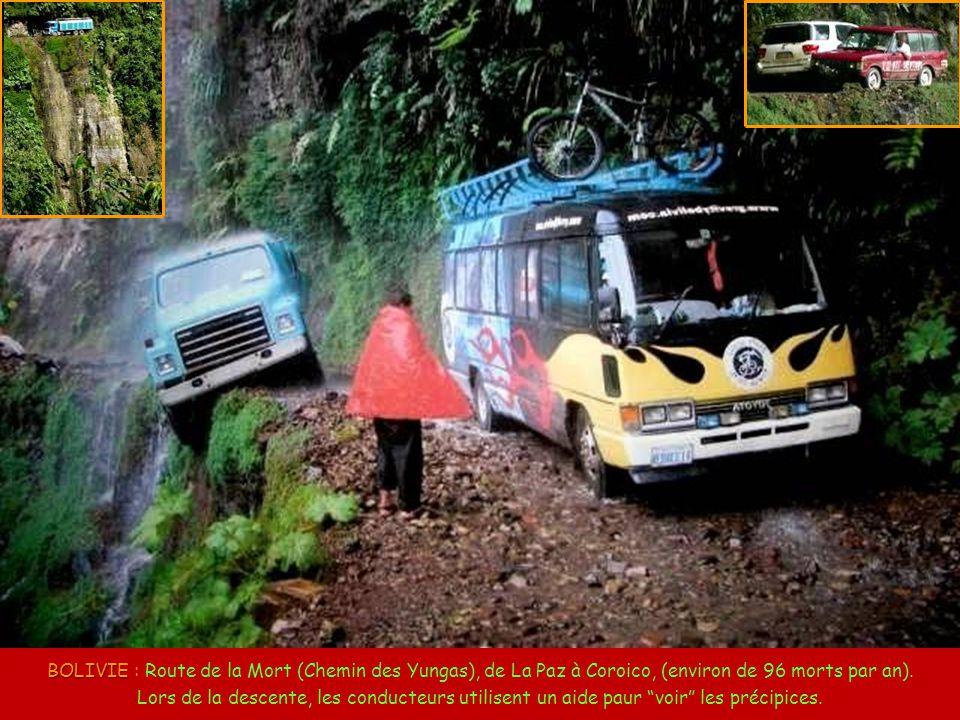 CHINE CHINE : Route-tunnel de Guoliang. Comme la vila de Guoliang était isolée de la vallée, 13 habitantss onvrirent, à leur propre compte, un tunnel