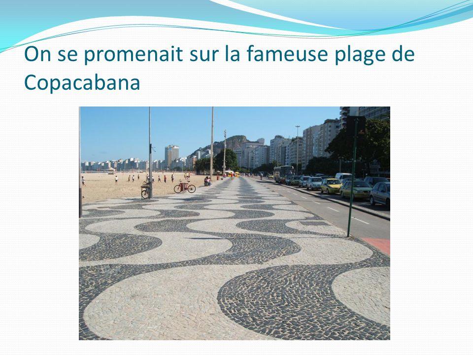 On se promenait sur la fameuse plage de Copacabana