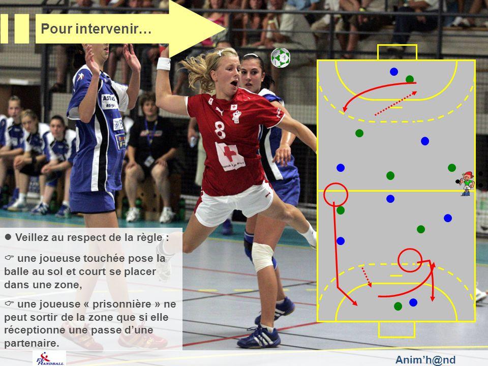 Veillez au respect de la règle : une joueuse touchée pose la balle au sol et court se placer dans une zone, une joueuse « prisonnière » ne peut sortir
