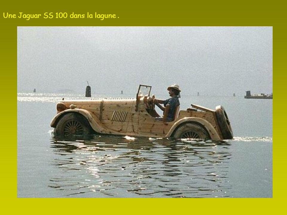 Certaines œuvres ne flottent pas comme cette Fiat Topolino.