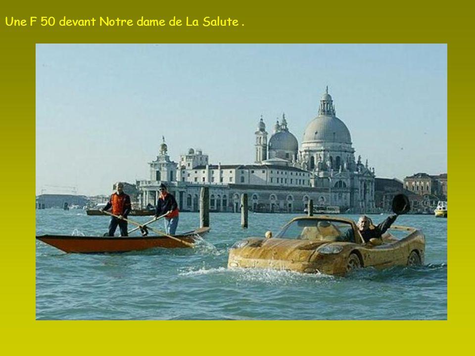 La F 50 à Venise devant le Palais des Doges.