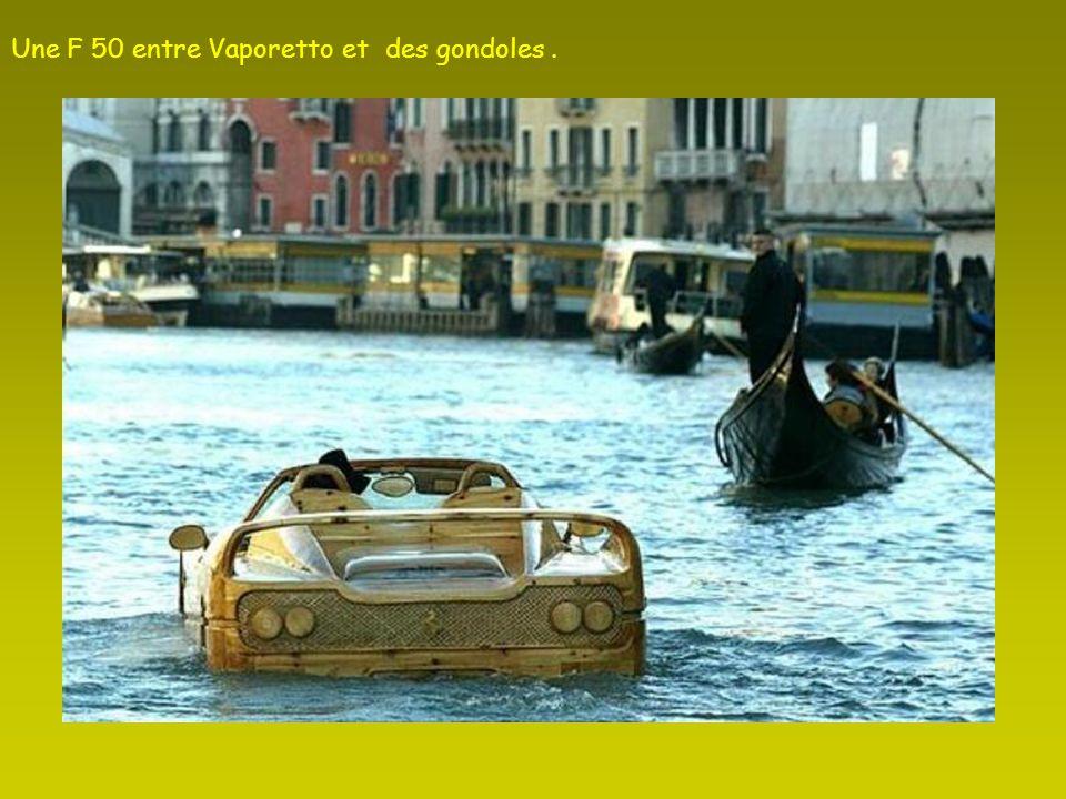 Une F 50 entre Vaporetto et des gondoles.