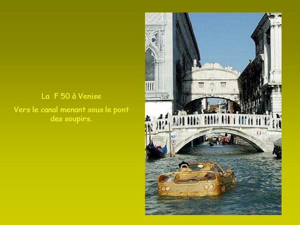 La F 50 à Venise Vers le canal menant sous le pont des soupirs.