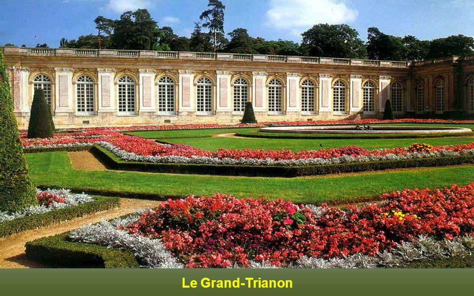 Façade dentrée du Petit-Trianon
