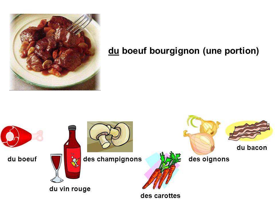 du boeuf bourgignon (une portion) du boeuf du vin rouge des champignons du bacon des carottes des oignons