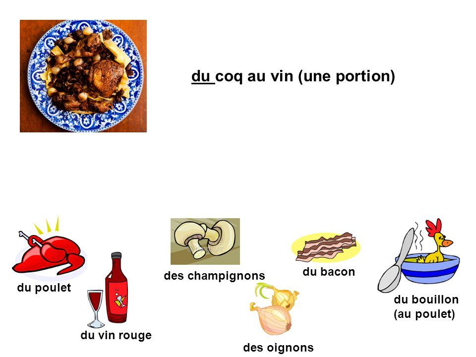 du coq au vin (une portion) du poulet des champignons du vin rouge du bacon des oignons du bouillon (au poulet)