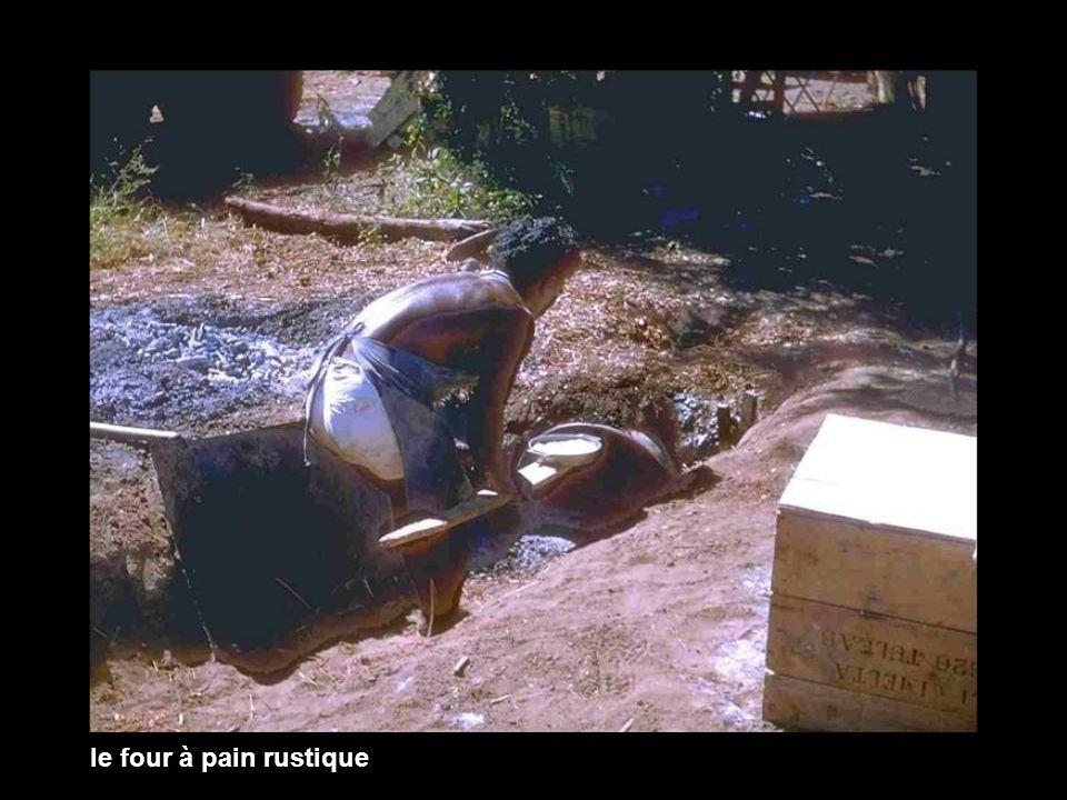 Chef de mission : POILEVEY Chef computeur : CHELI Computeur : MOMEJA Topographe : ANGELI Observer : DANY Popotier : DEFERNEZ Equipe forage : société NORAFOR Sonorisation : Vilonandroy (Lehilahi Mavande) Album Live in Madagascar