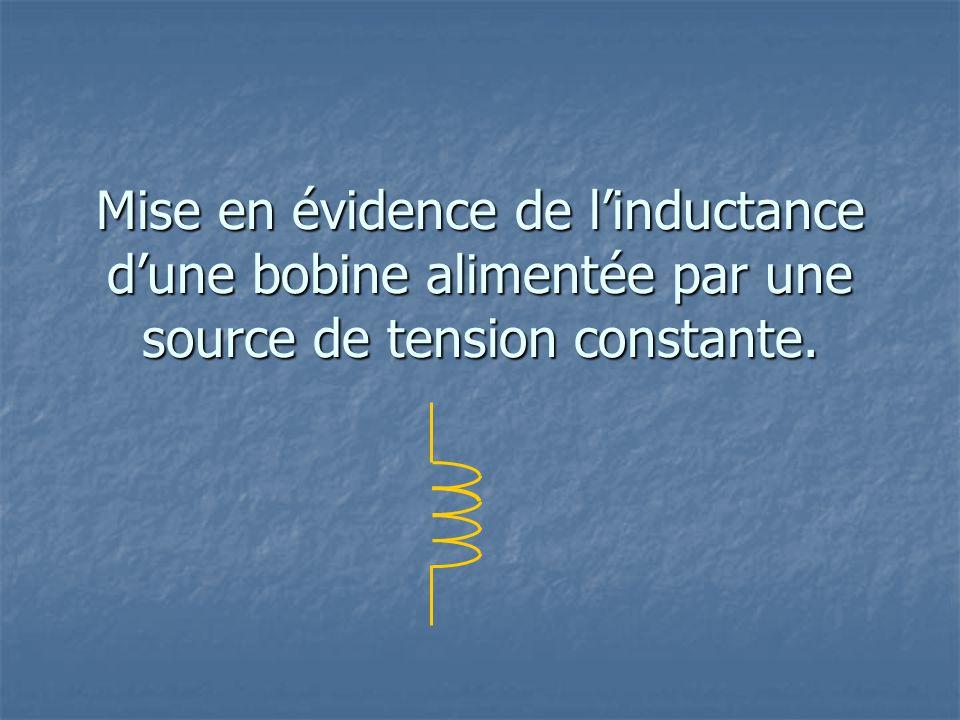Mise en évidence de linductance dune bobine alimentée par une source de tension constante.