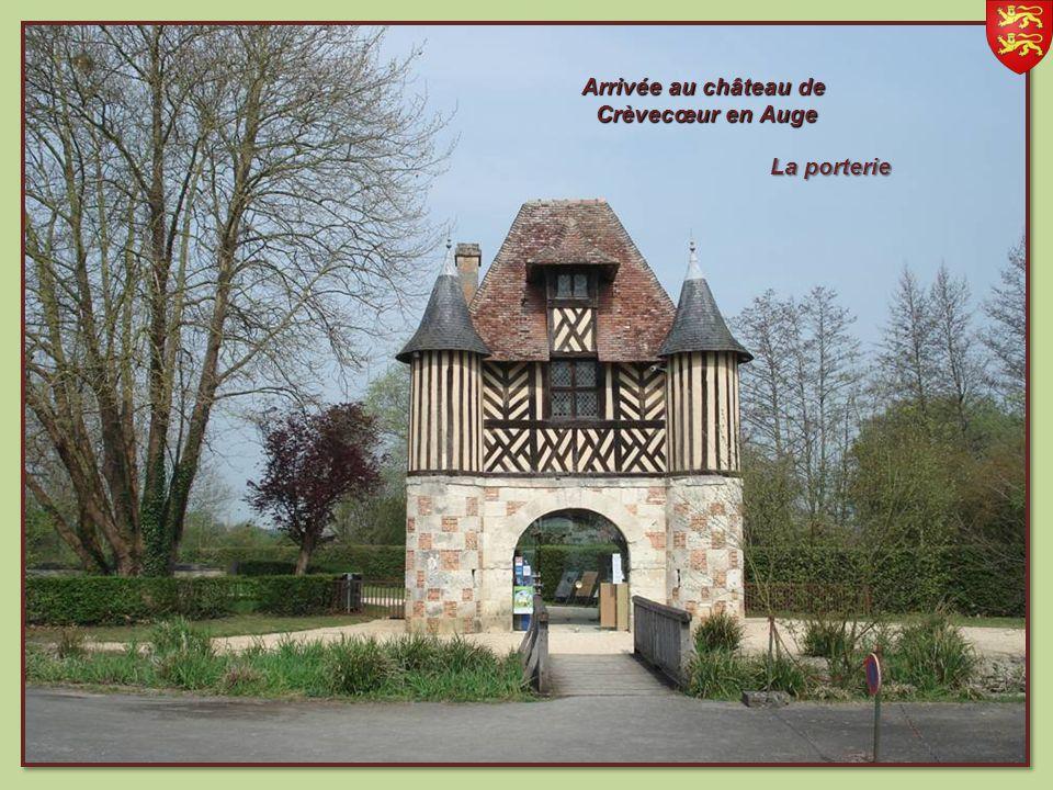 Arrivée au château de Crèvecœur en Auge La porterie