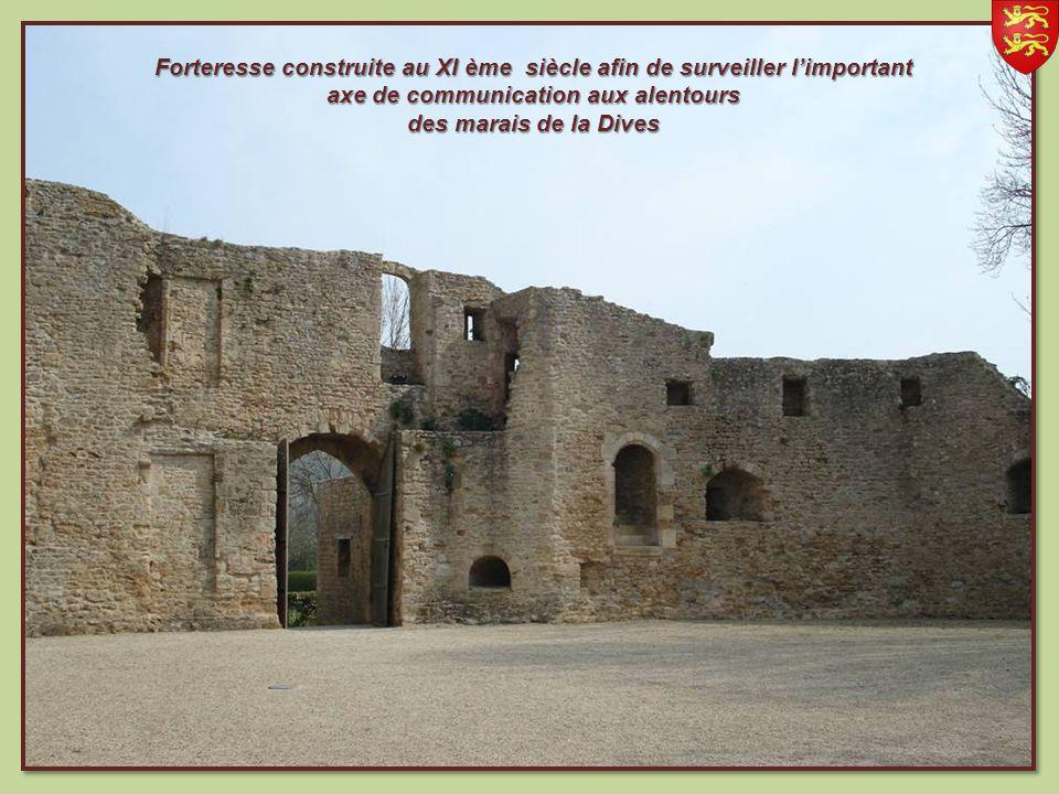 Forteresse construite au XI ème siècle afin de surveiller limportant axe de communication aux alentours des marais de la Dives