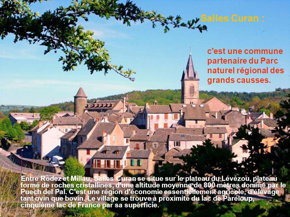 Ce petit village pittoresque est une cité perchée dominée par les vestiges d un ancien château féodal au site inscrit et plus bas par un donjon avec une porte ouvrant sur la cité.