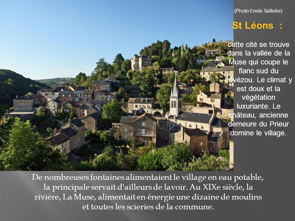 ce bourg est célèbre pour son trou de 400 mètres de diamètre et de plus de 100 mètres de profondeur.
