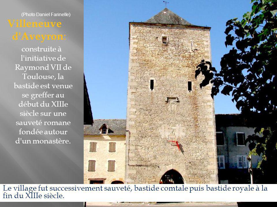 Najac : campée sur une colline abrupte d où la vue est stupéfiante, la forteresse domine le village dont la rue unique s achemine de la place à l église constituant l une des premières églises gothiques du Rouergue.