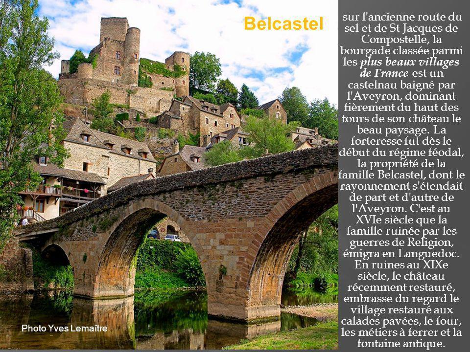 C est encore un pittoresque village aux couleurs rougeâtres installé au pays des bastides possédant une église romane du XIe siècle ainsi qu un château et des ruines de l église romane.