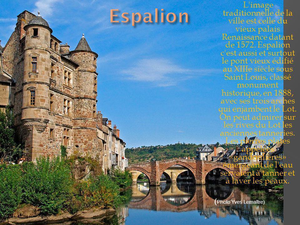 J adis Cassagnes de Panadès au XIIIe siècle du nom du château de Panat qui se dresse sur un piton de l autre côté de la vallée, le hameau perché appartenant à la commune de Goutrens est cité depuis l an mille.