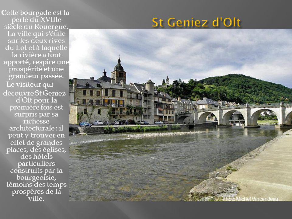 Au pied de son imposant château dominant le Lot traversé par un pont gothique, le village médiéval a su préserver son important patrimoine historique qui constitue un merveilleux site, dont le village est d ailleurs classé parmi les plus beaux villages de France.