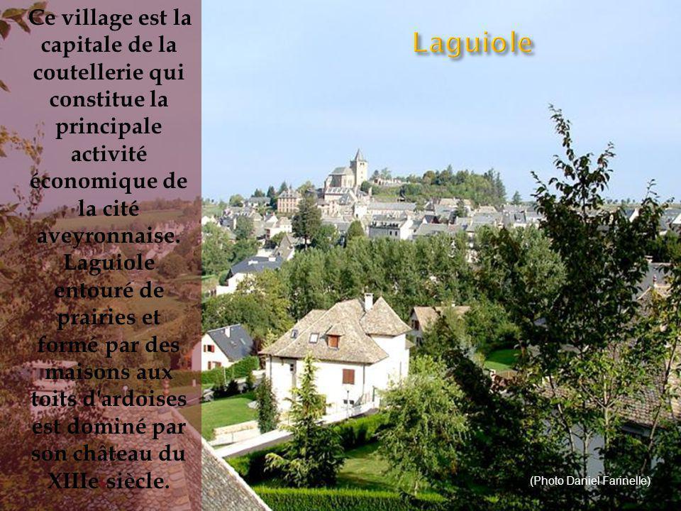C ette bourgade est la perle du XVIIIe siècle du Rouergue.