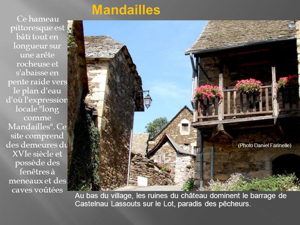 Le village se trouve sur le chemin de St Jacques de Compostelle.
