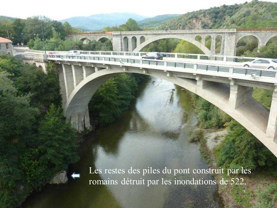 Les restes des piles du pont construit par les romains détruit par les inondations de 522.