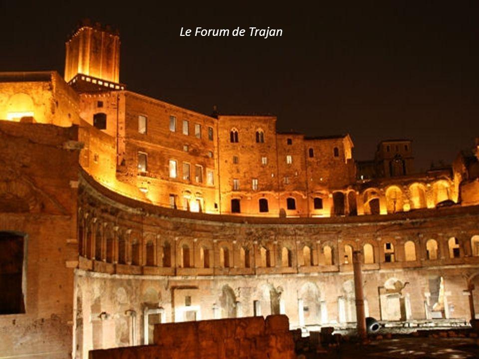 Le Colisée (intérieur) bâti en 80 après JC. Façade de 48m.