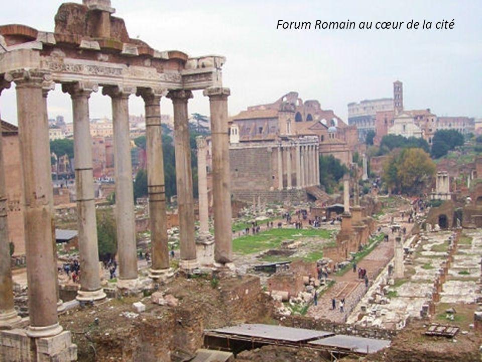 A lorigine de la création romaine Romulus et Remus et la louve nourricière
