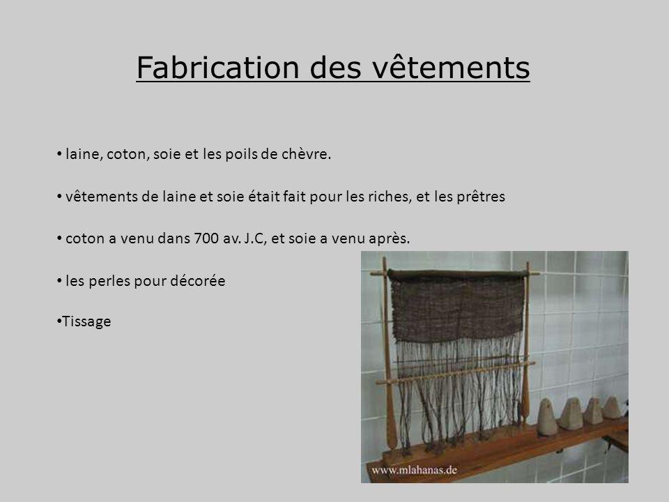 Fabrication des vêtements laine, coton, soie et les poils de chèvre. vêtements de laine et soie était fait pour les riches, et les prêtres coton a ven