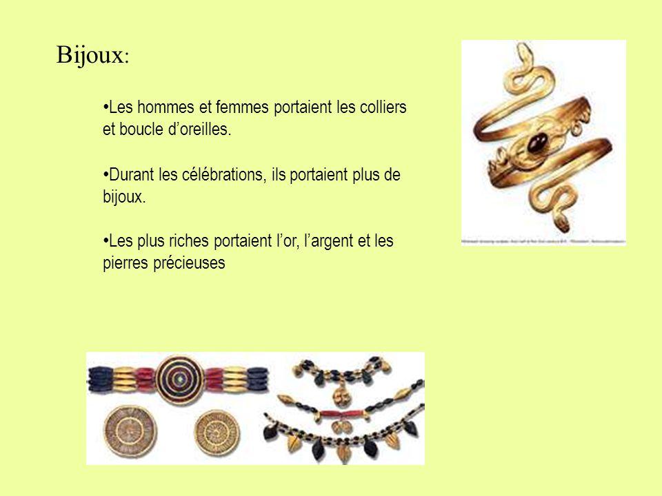 Bijoux : Les hommes et femmes portaient les colliers et boucle doreilles. Durant les célébrations, ils portaient plus de bijoux. Les plus riches porta