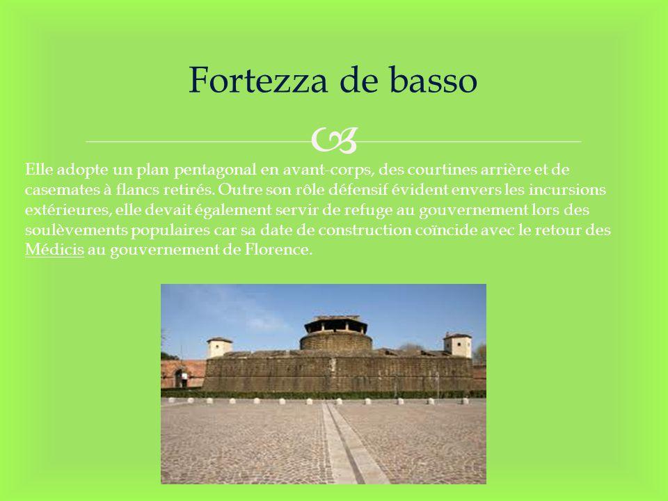 Fortezza de basso Elle adopte un plan pentagonal en avant-corps, des courtines arrière et de casemates à flancs retirés. Outre son rôle défensif évide