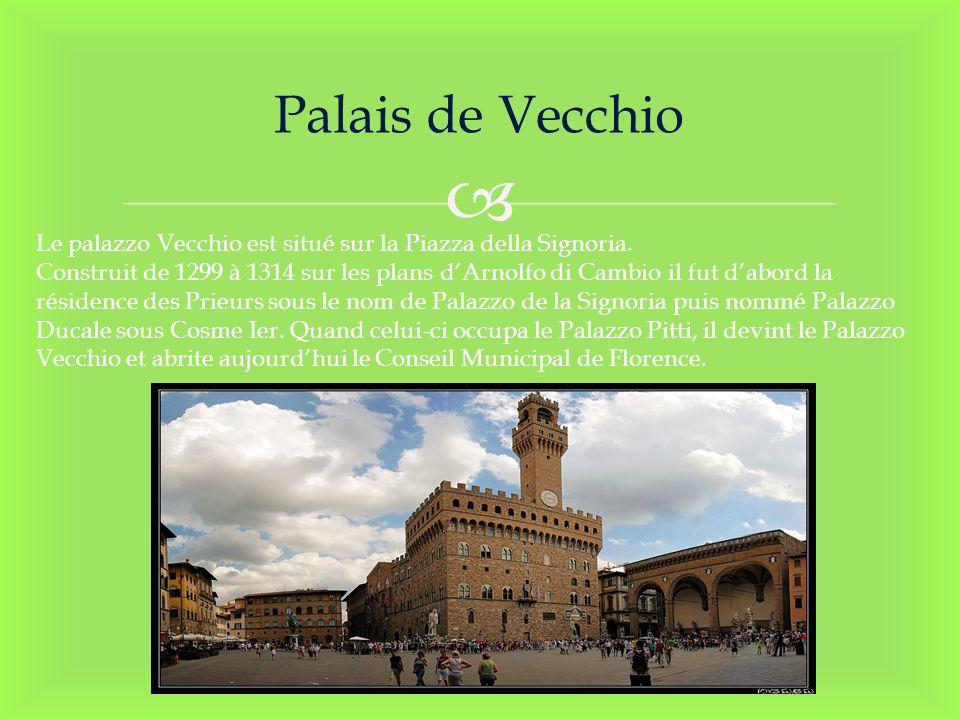 Palais de Vecchio Le palazzo Vecchio est situé sur la Piazza della Signoria. Construit de 1299 à 1314 sur les plans dArnolfo di Cambio il fut dabord l