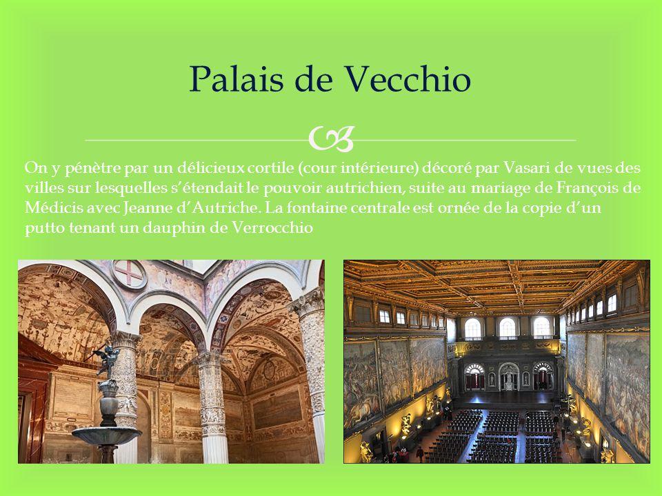 Palais de Vecchio On y pénètre par un délicieux cortile (cour intérieure) décoré par Vasari de vues des villes sur lesquelles sétendait le pouvoir aut