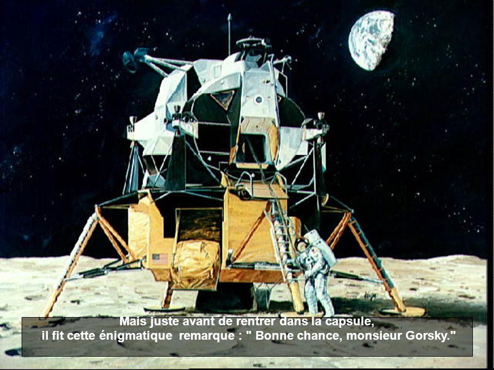 Le 20 juillet 1969, en tant que commandant du module lunaire Apollo 11, Neil Armstrong fut la première personne à poser le pied sur la lune. Ses premi