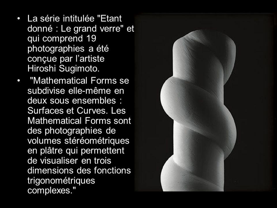 La série intitulée Etant donné : Le grand verre et qui comprend 19 photographies a été conçue par lartiste Hiroshi Sugimoto.