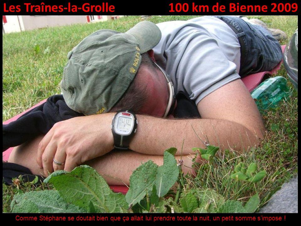 Les Traînes-la-Grolle100 km de Bienne 2009 Comme Stéphane se doutait bien que ça allait lui prendre toute la nuit, un petit somme simpose !